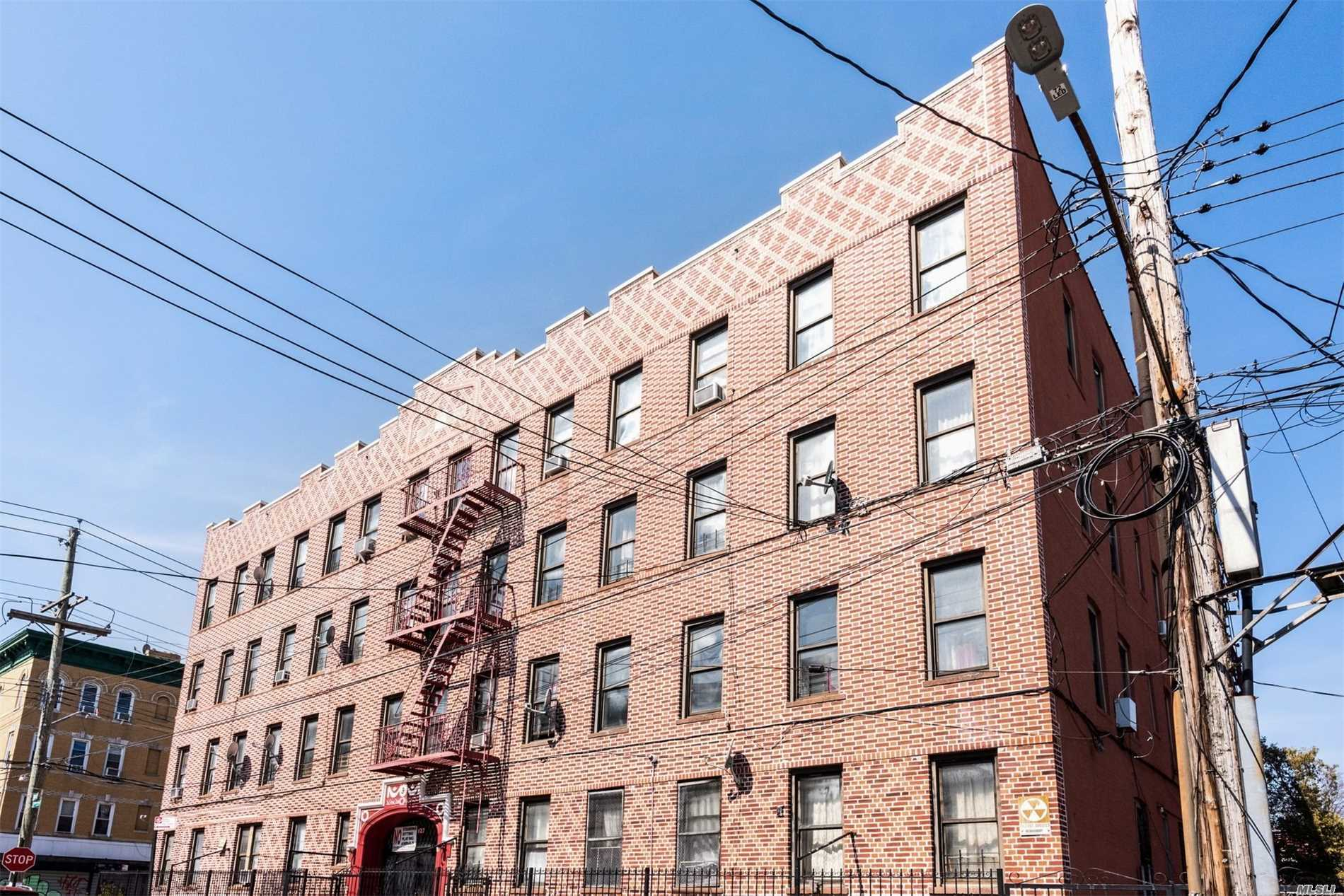 Acquisto commerciale in 127 Mckinley Ave, Brooklyn, NY ,11208