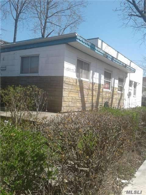 Residenziale in 168-04 81 Ave, Hillcrest, NY ,11432