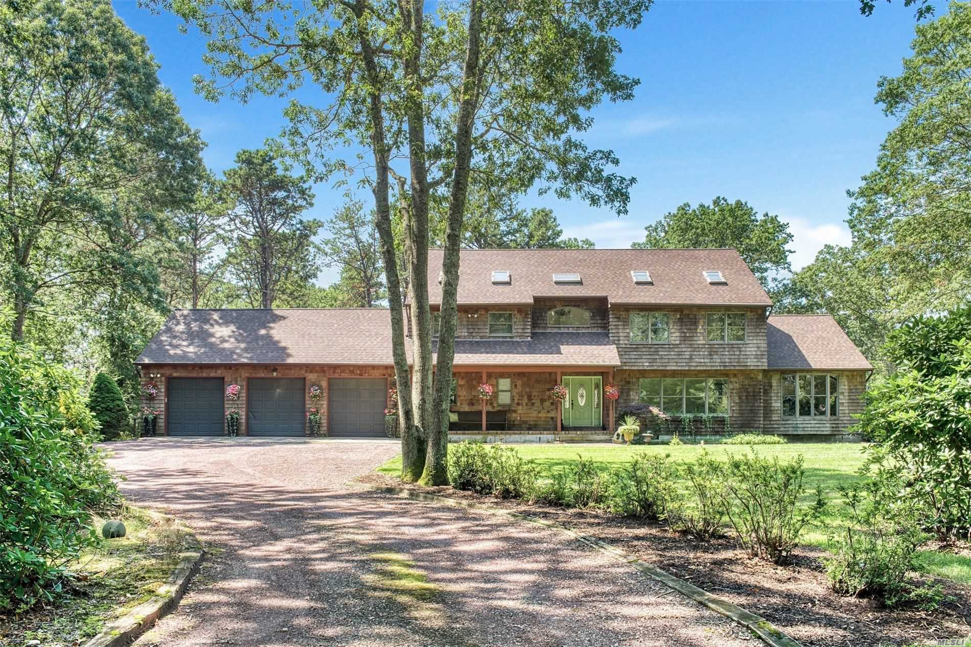Residenziale in 113 Wading River Man Rd, Manorville, NY ,11949