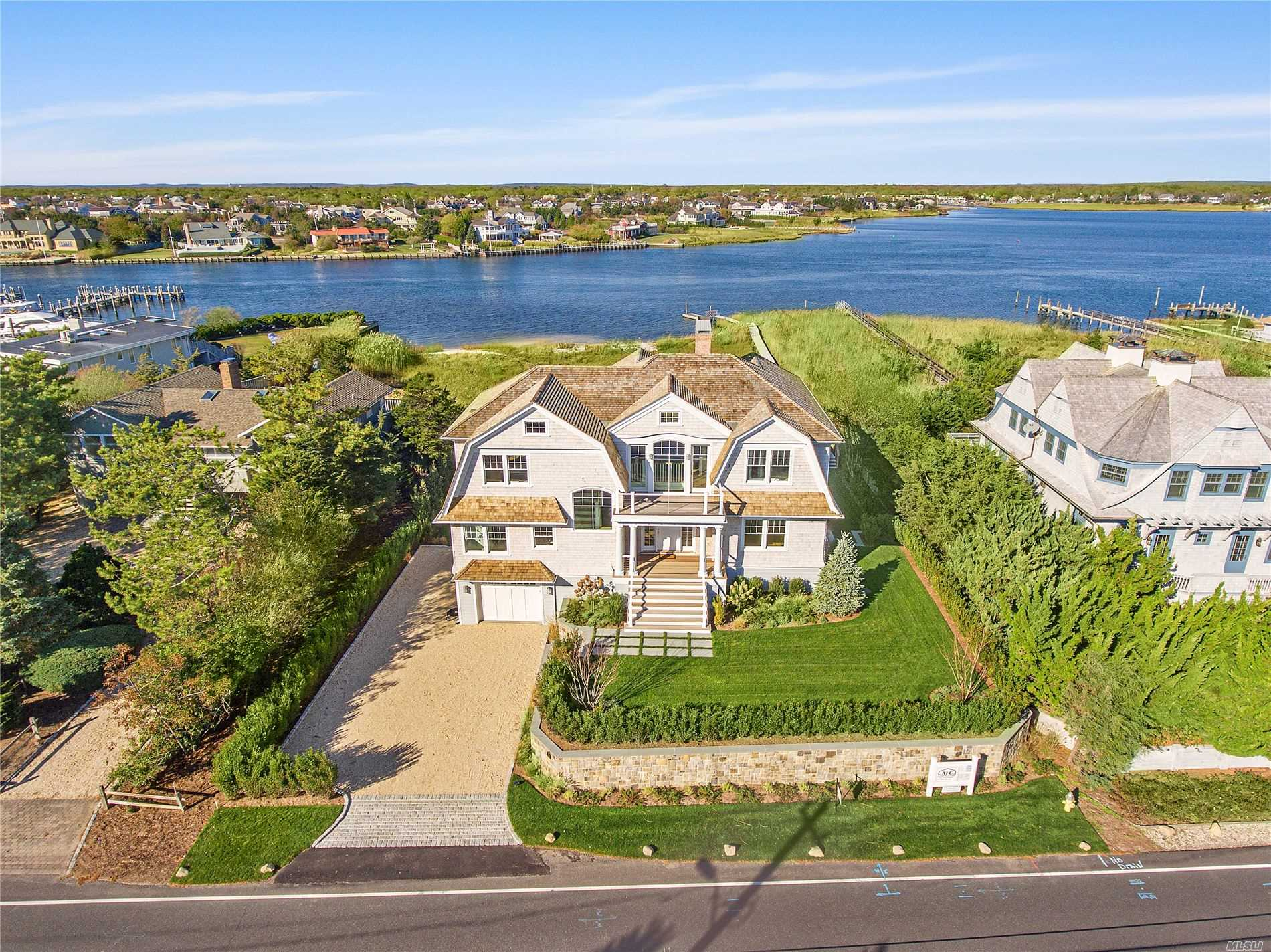 Residenziale in 216 Dune Rd, Westhampton Bch, NY ,11978