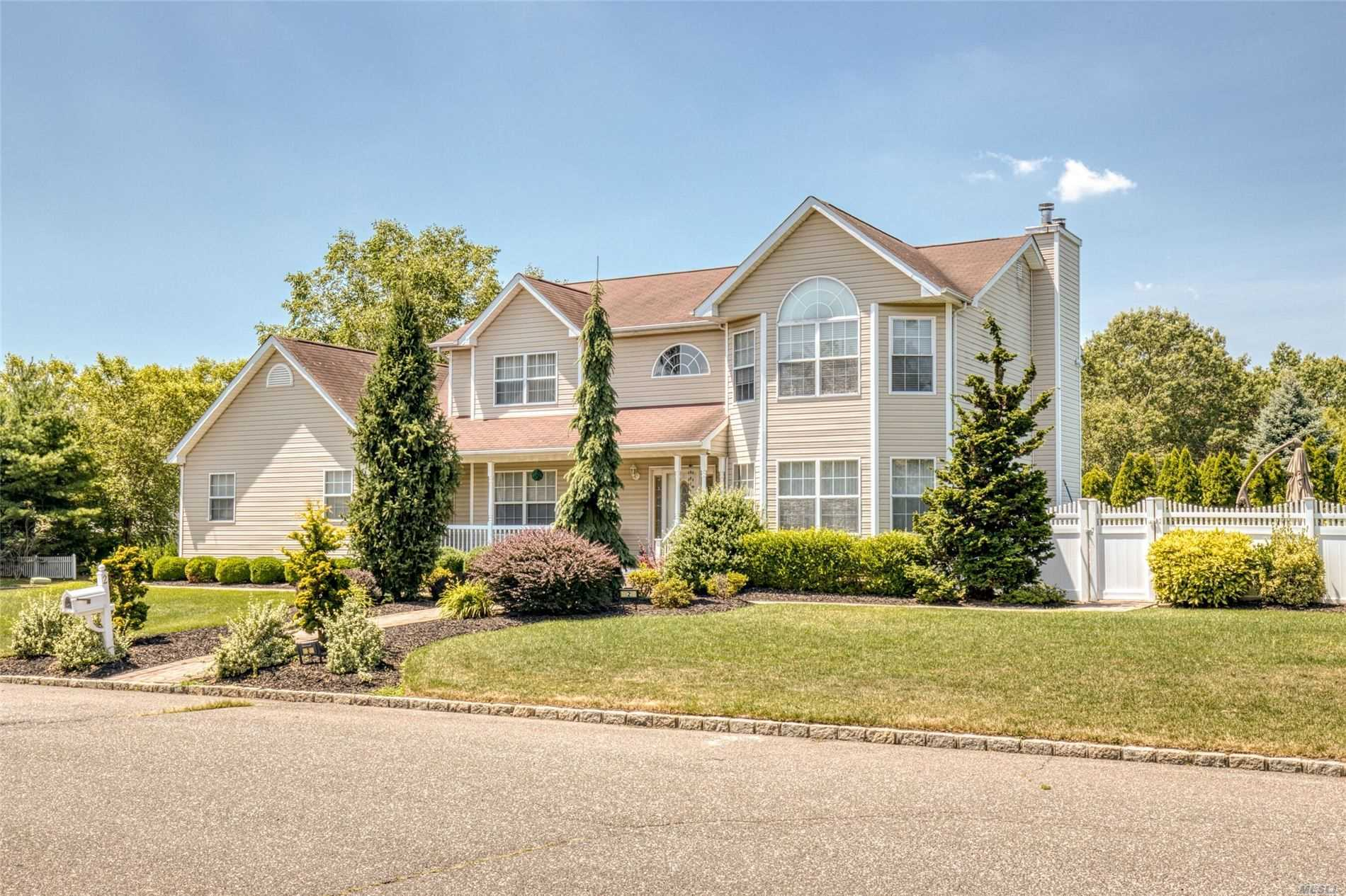Residenziale in 2 Vermont Ave, Pt.Jefferson Sta, NY ,11776