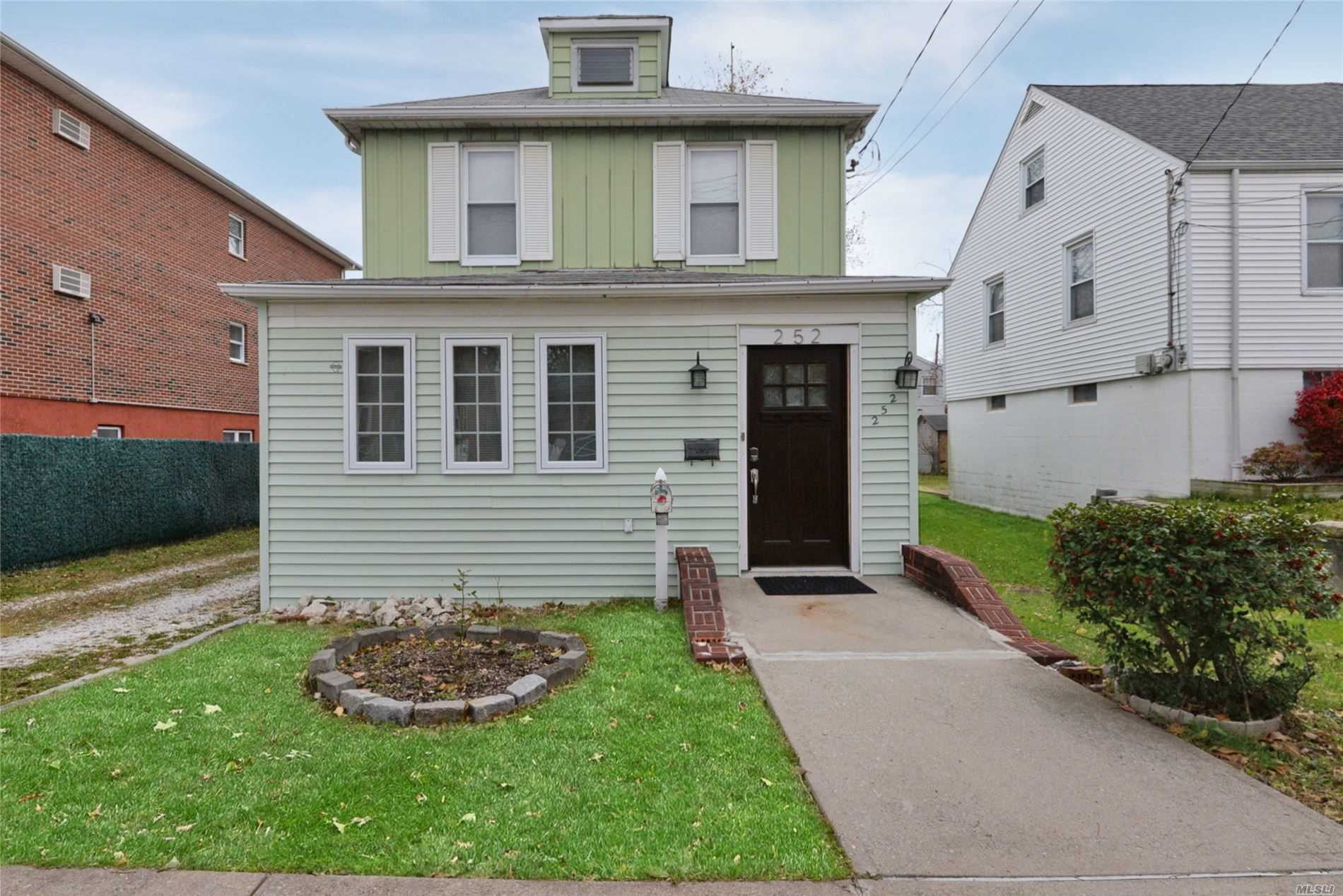 Residenziale in 252 Buttrick Ave, Bronx, NY ,10465
