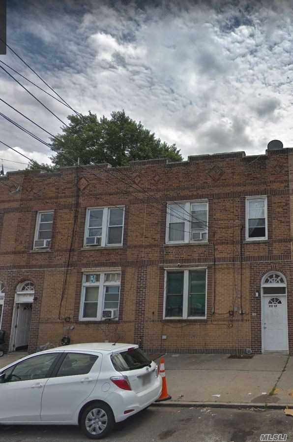 Residenziale in 212-06 99th Ave, Queens Village, NY ,11429