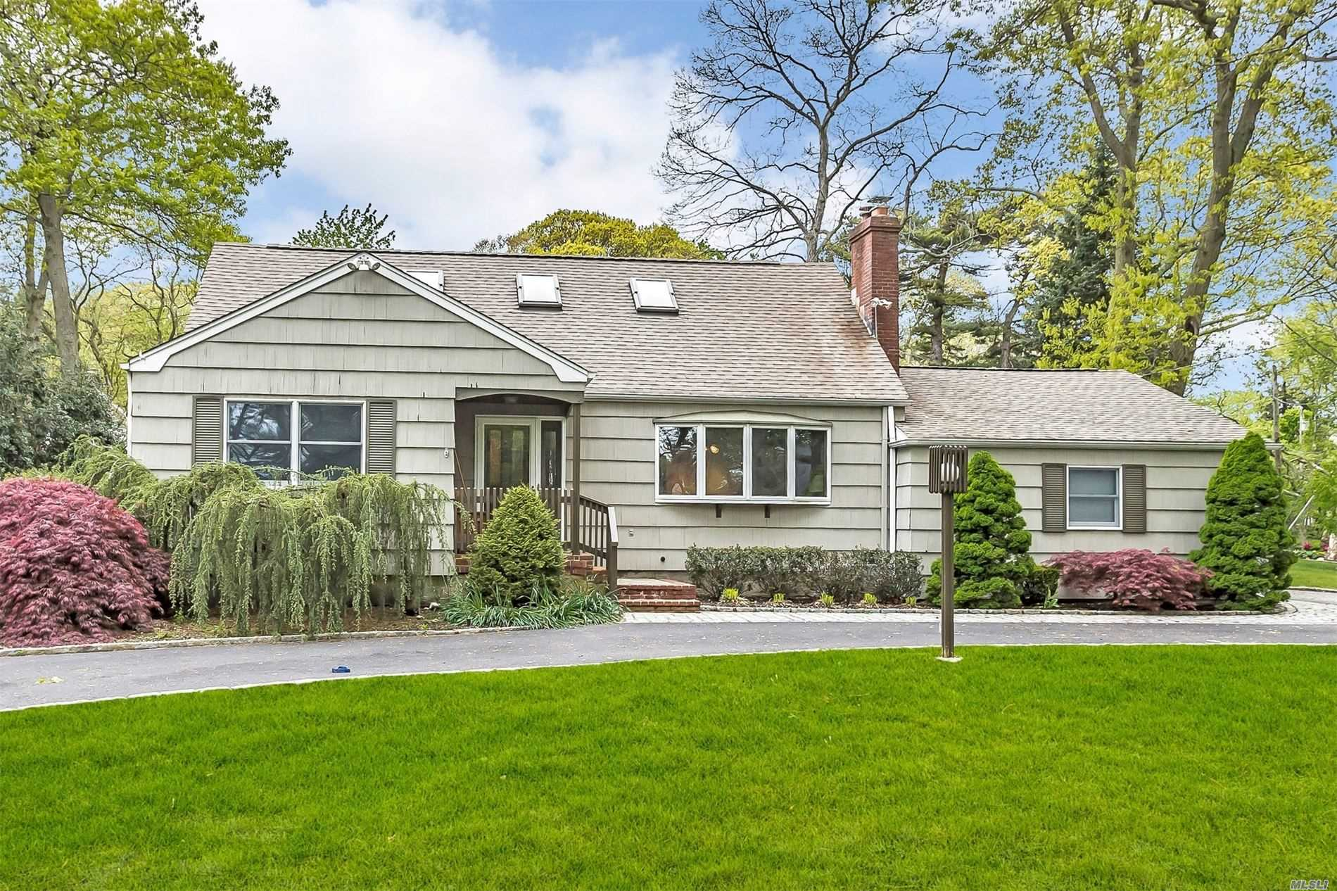 Residenziale in 455 Lombardy Blvd, Brightwaters, NY ,11718