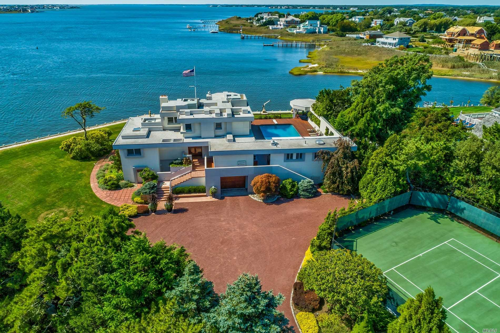 Residenziale in 139 Jessup Ln, Westhampton Bch, NY ,11978