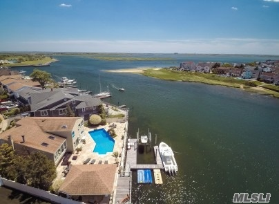 Residenziale in 3070 Riverside Dr, Wantagh, NY ,11793