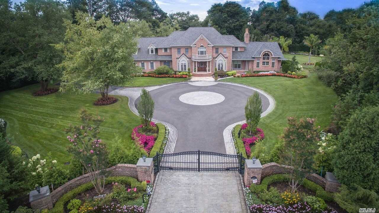 Residenziale in 8 Clover Ct, Muttontown, NY ,11732