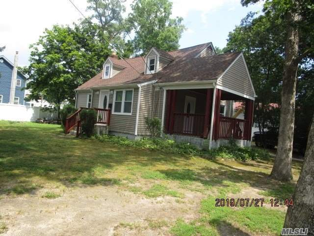 Residenziale in 71 Andrews Ave, Wheatley Heights, NY ,11798
