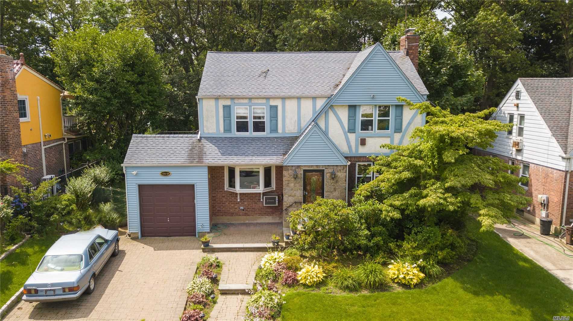Residenziale in 220-66 77th Ave, Hollis Hills, NY ,11364