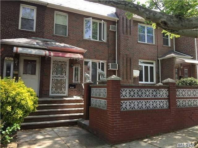 Residenziale in 82-65 165th St, Hillcrest, NY ,11432