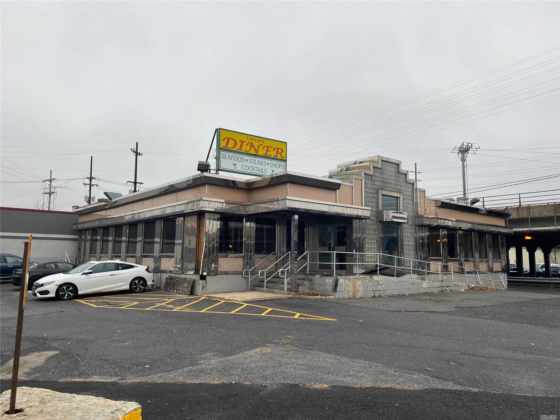 Acquisto commerciale in 99 4th St, Valley Stream, NY ,11580