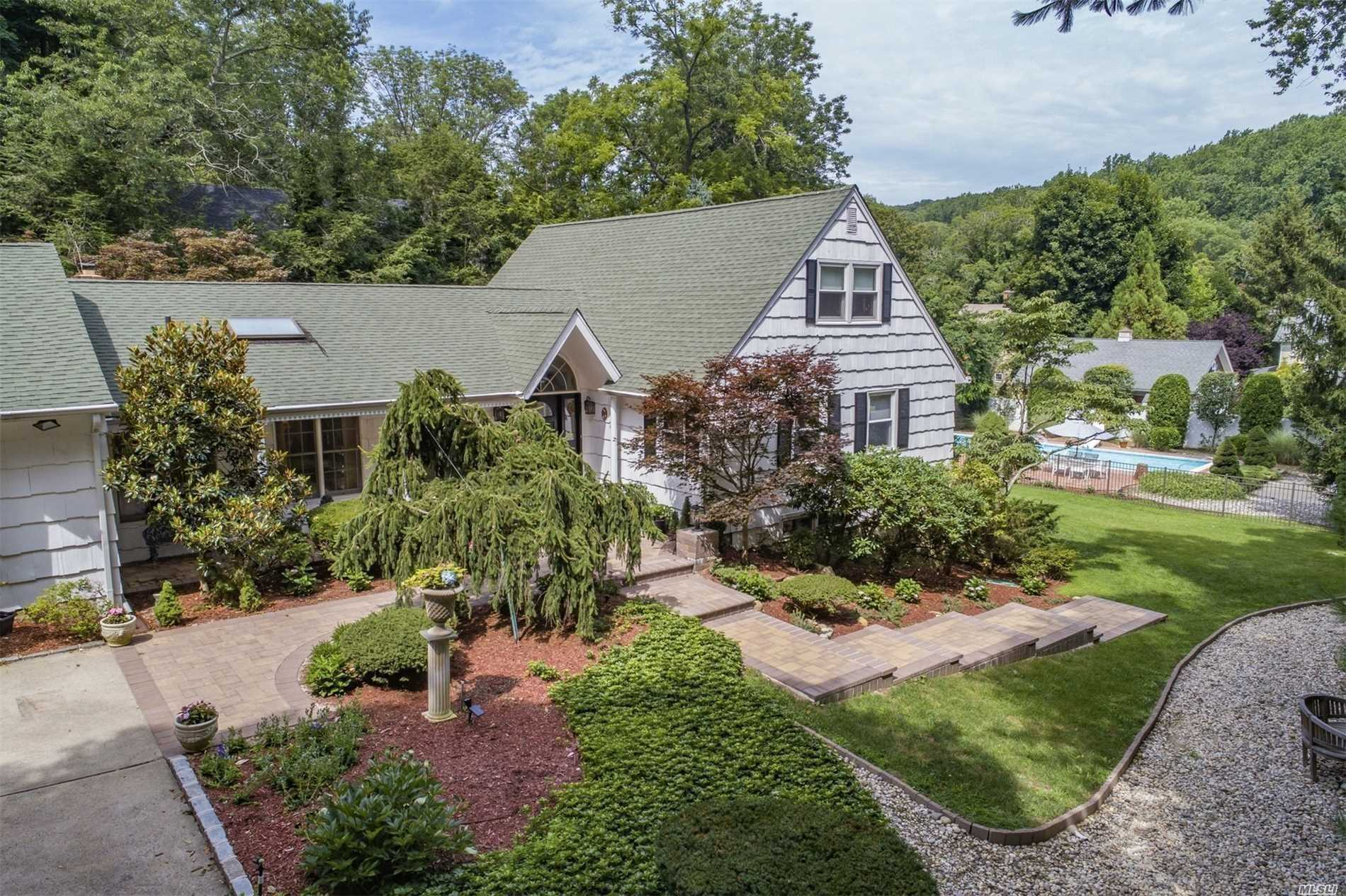 Residenziale in 12 Turkey Lane, Cold Spring Hrbr, NY ,11724
