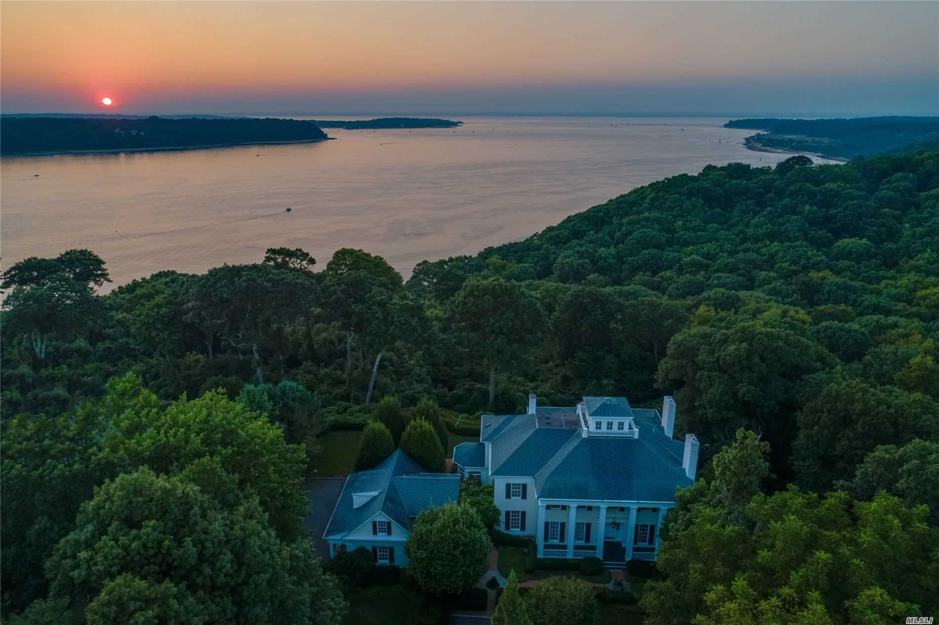 Residenziale in 10 Burrwood Ct, Cold Spring Hrbr, NY ,11724