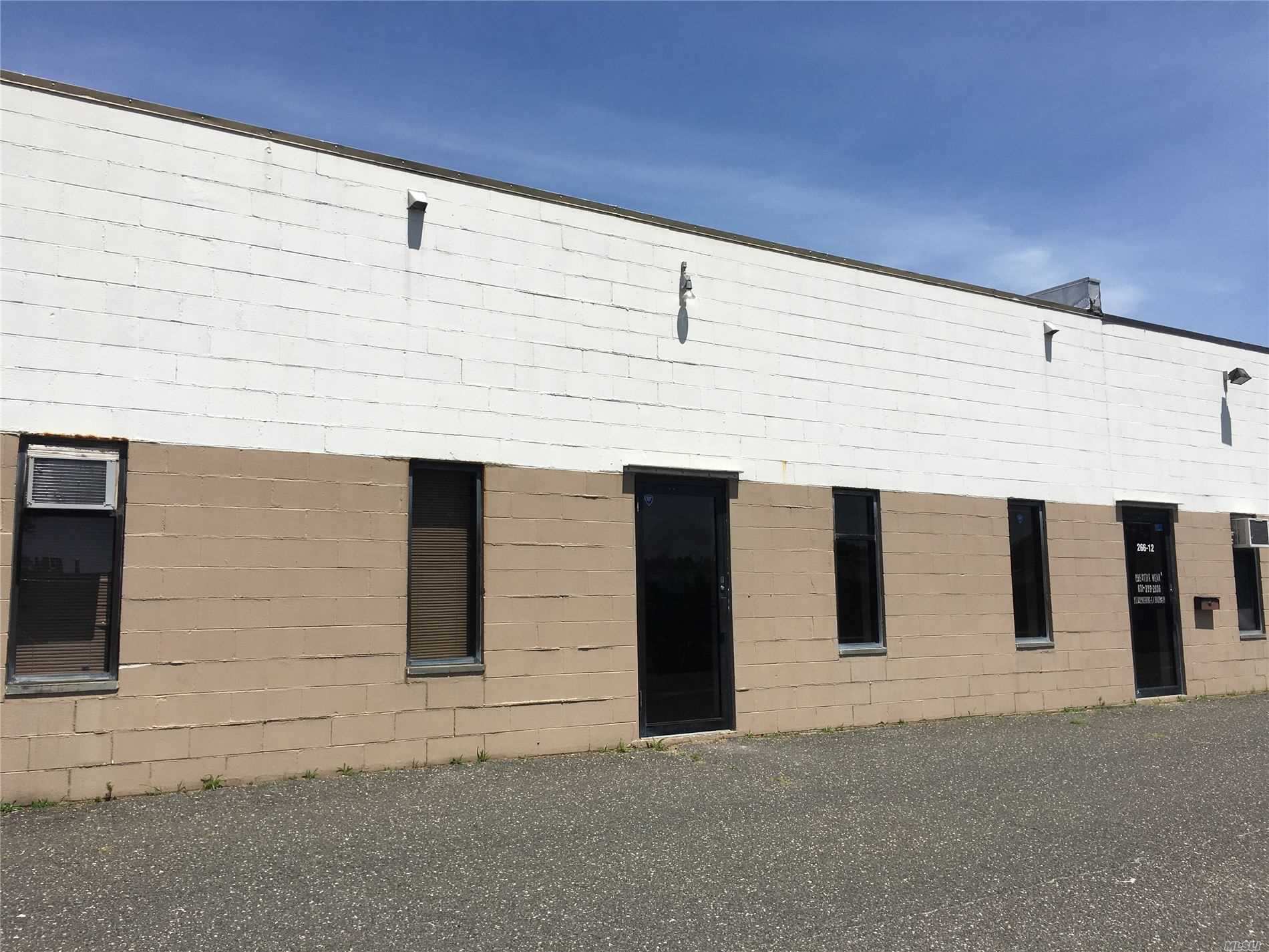 Acquisto commerciale in 266 Middle Island Rd, Medford, NY ,11763