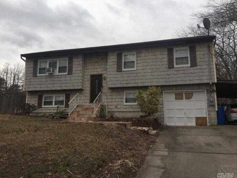 Residenziale in 14 Maple Place, Central Islip, NY ,11722
