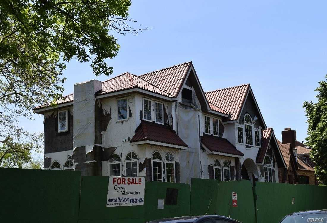 Residenziale in 172-28 83 Ave, Jamaica Hills, NY ,11432