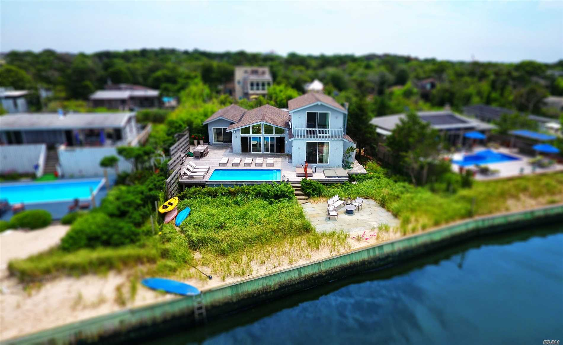 Residenziale in 609A Shore Walk, Sayville, NY ,11782