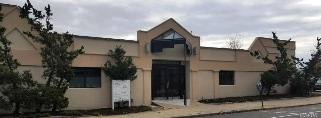 Acquisto commerciale in 10 Union Ave, Lynbrook, NY ,11563