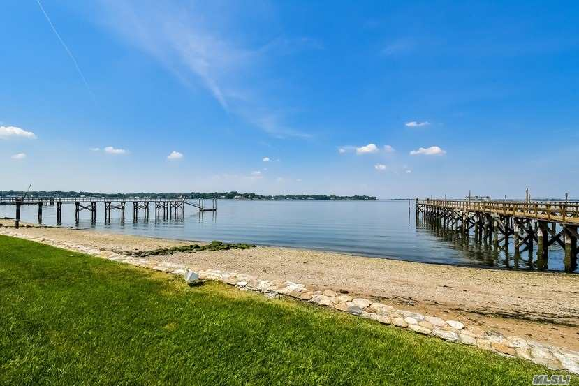 Residenziale in 16 Plum Beach Point Rd, Sands Point, NY ,11050
