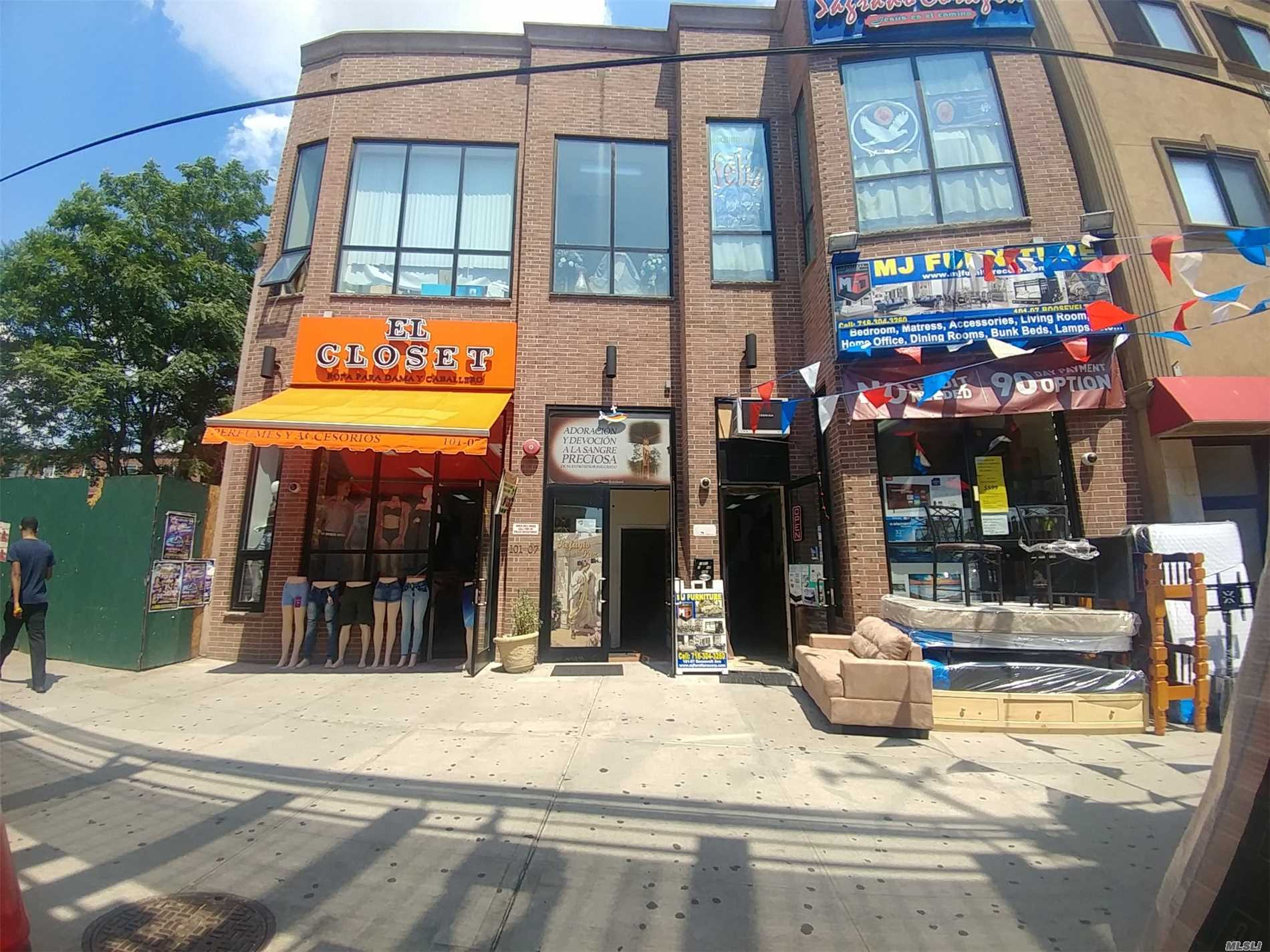 Acquisto commerciale in 101-07 Roosevelt Ave, Corona, NY ,11368