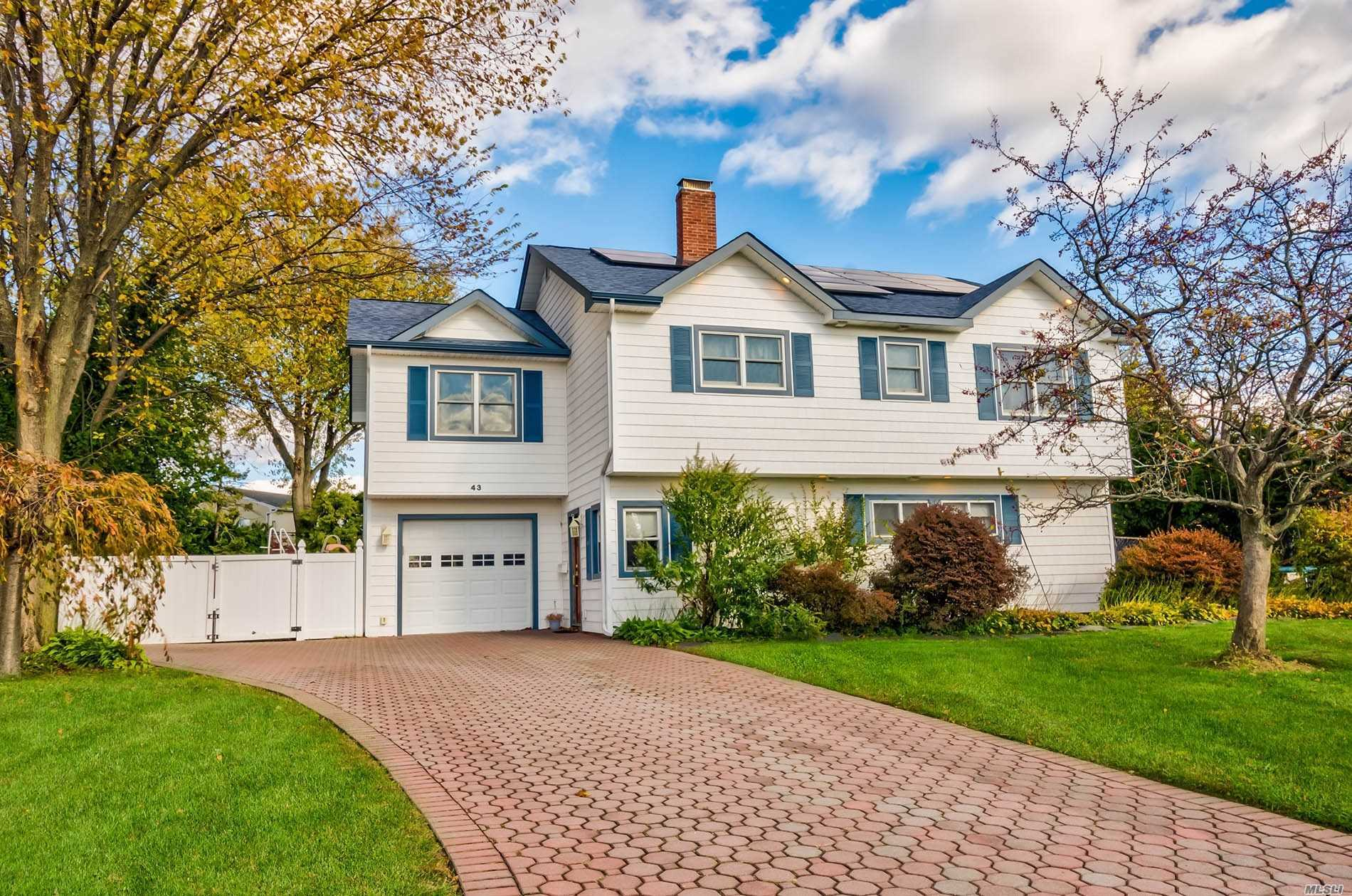 Residenziale in 43 Star Ln, Levittown, NY ,11756