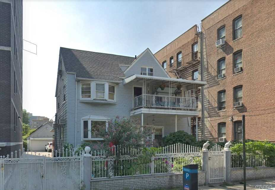 Residenziale in 8910 150th St, Jamaica, NY ,11435