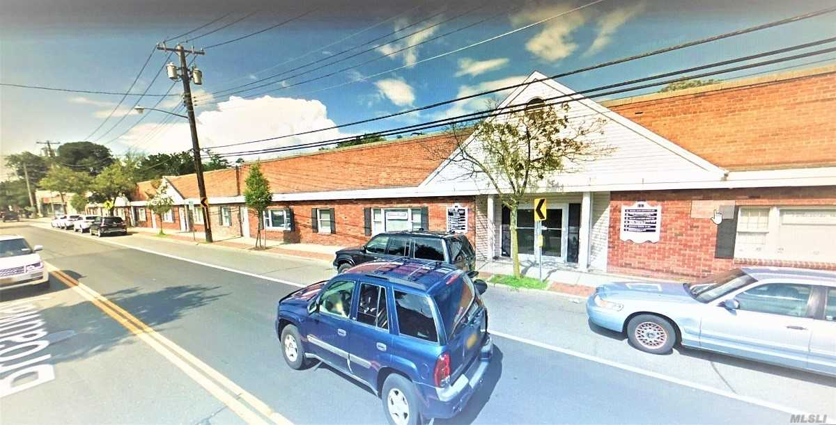 Acquisto commerciale in 137 Broadway, Amityville, NY ,11701