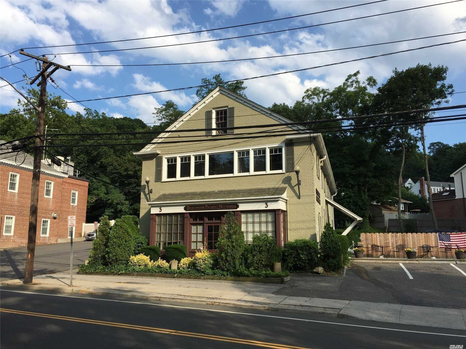 Acquisto commerciale in 3 Harbor Rd, Cold Spring Hrbr, NY ,11724