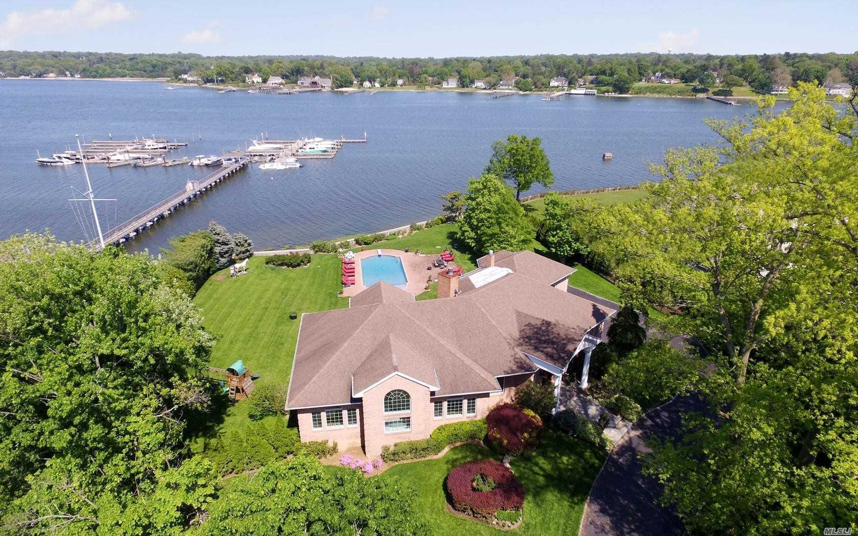 Residenziale in 12 Shelter Bay Dr, Great Neck, NY ,11024