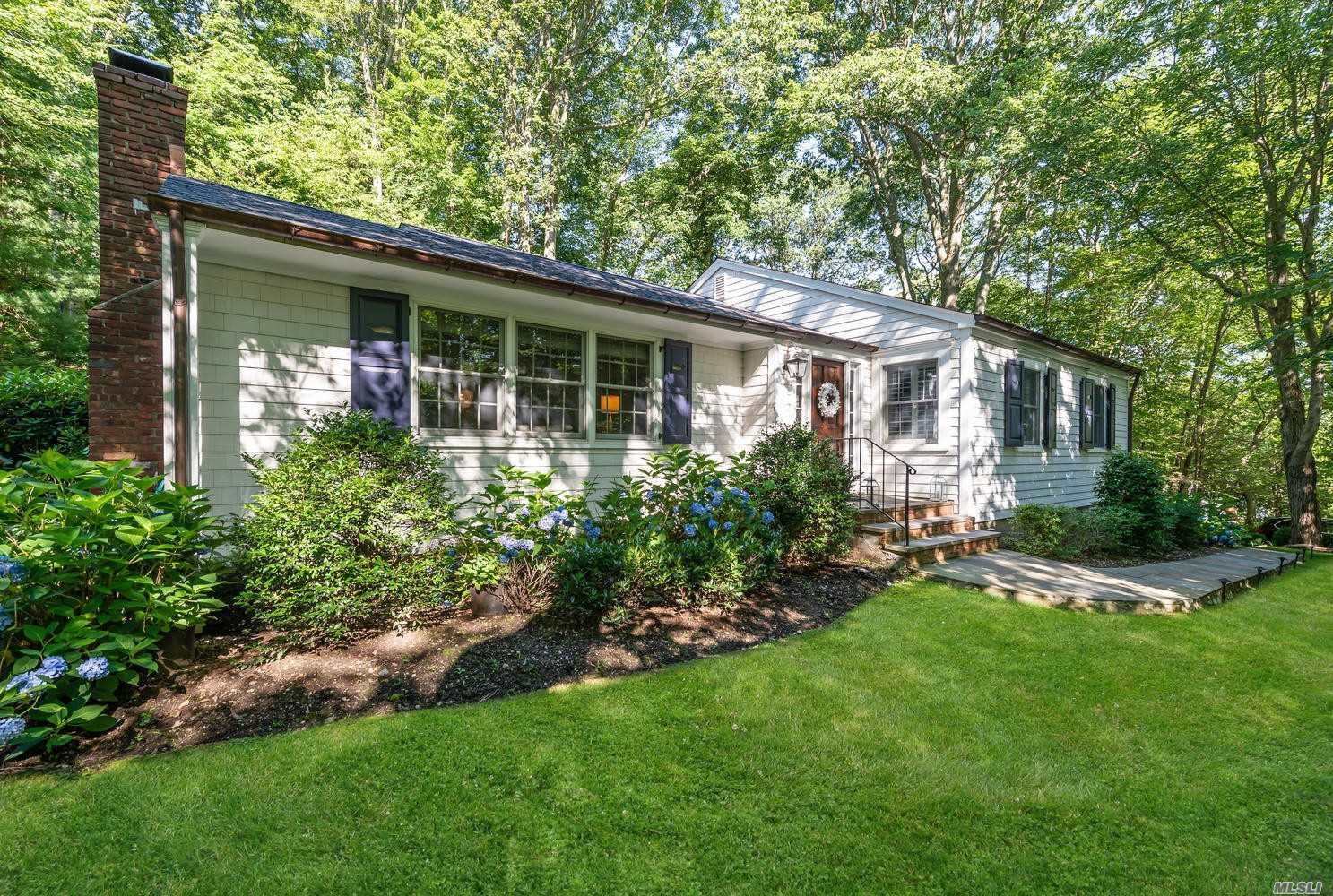 Residenziale in 44 Turkey Ln, Cold Spring Hrbr, NY ,11724
