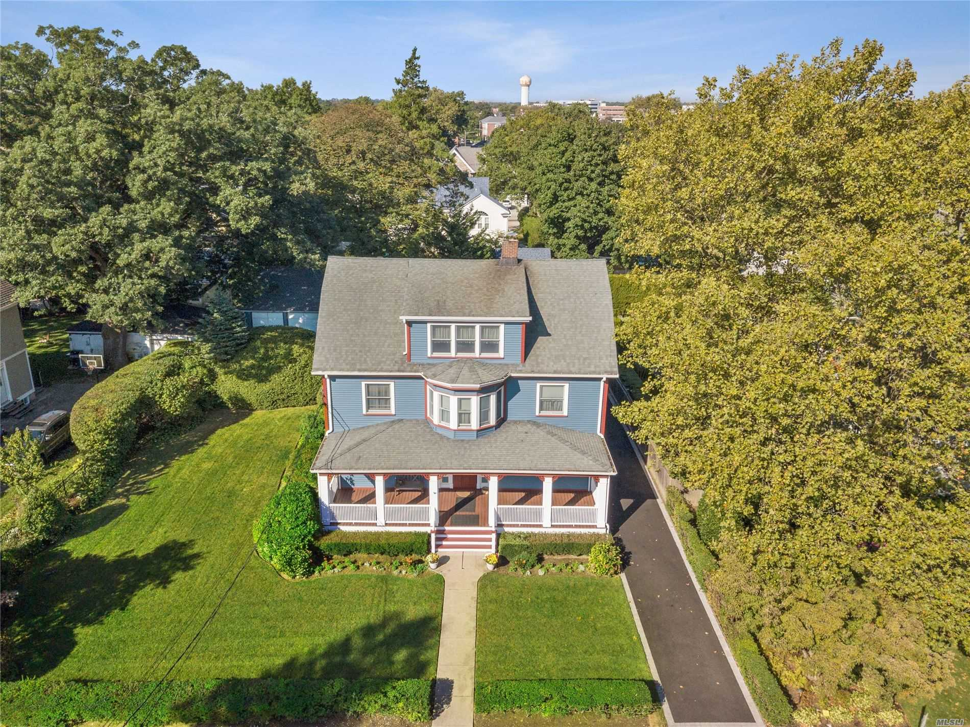 Residenziale in 34 Lewis S Pl, Rockville Centre, NY ,11570