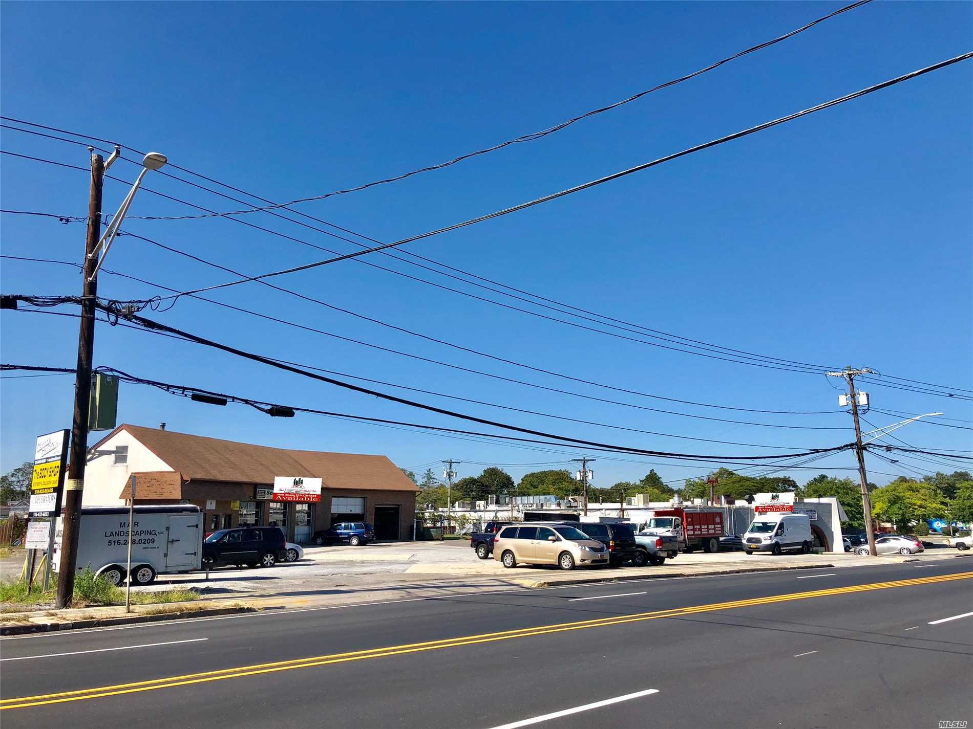 Acquisto commerciale in 401 Hicksville Rd, Bethpage, NY ,11714