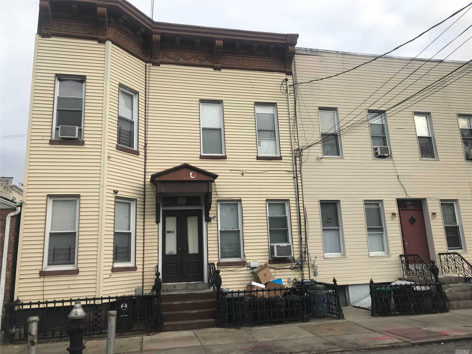 Residenziale in 88-11 85th Street, Woodhaven, NY ,11421