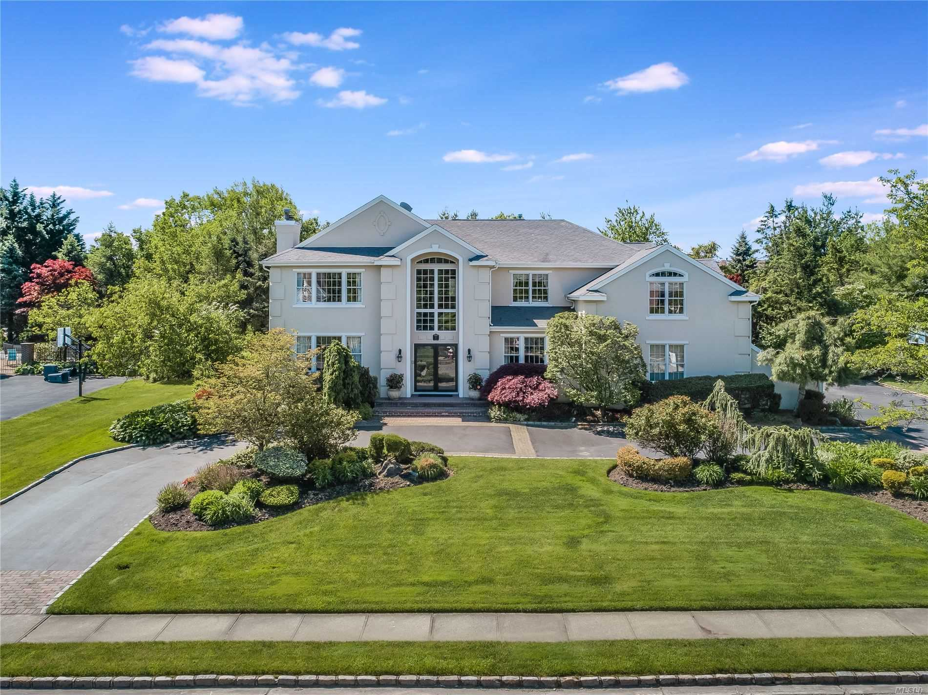 Residenziale in 5 Woodbury Farms Dr, Woodbury, NY ,11797