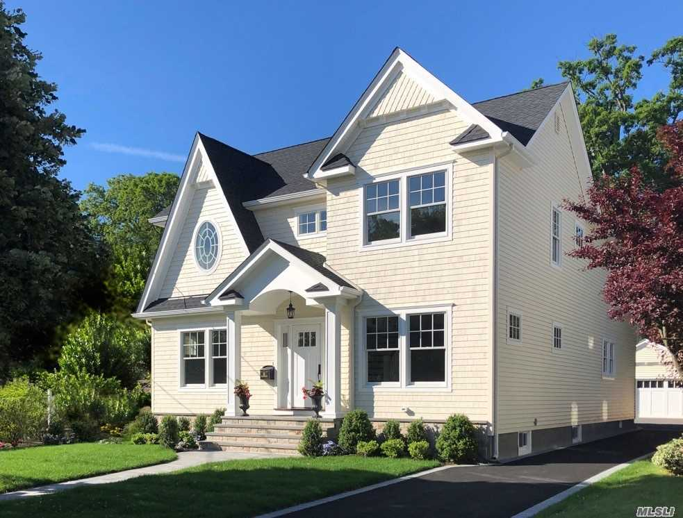 Residenziale in 16 Westminster Rd, Rockville Centre, NY ,11570