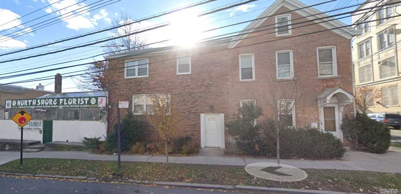 Residenziale in 126-02 23 Ave, College Point, NY ,11356
