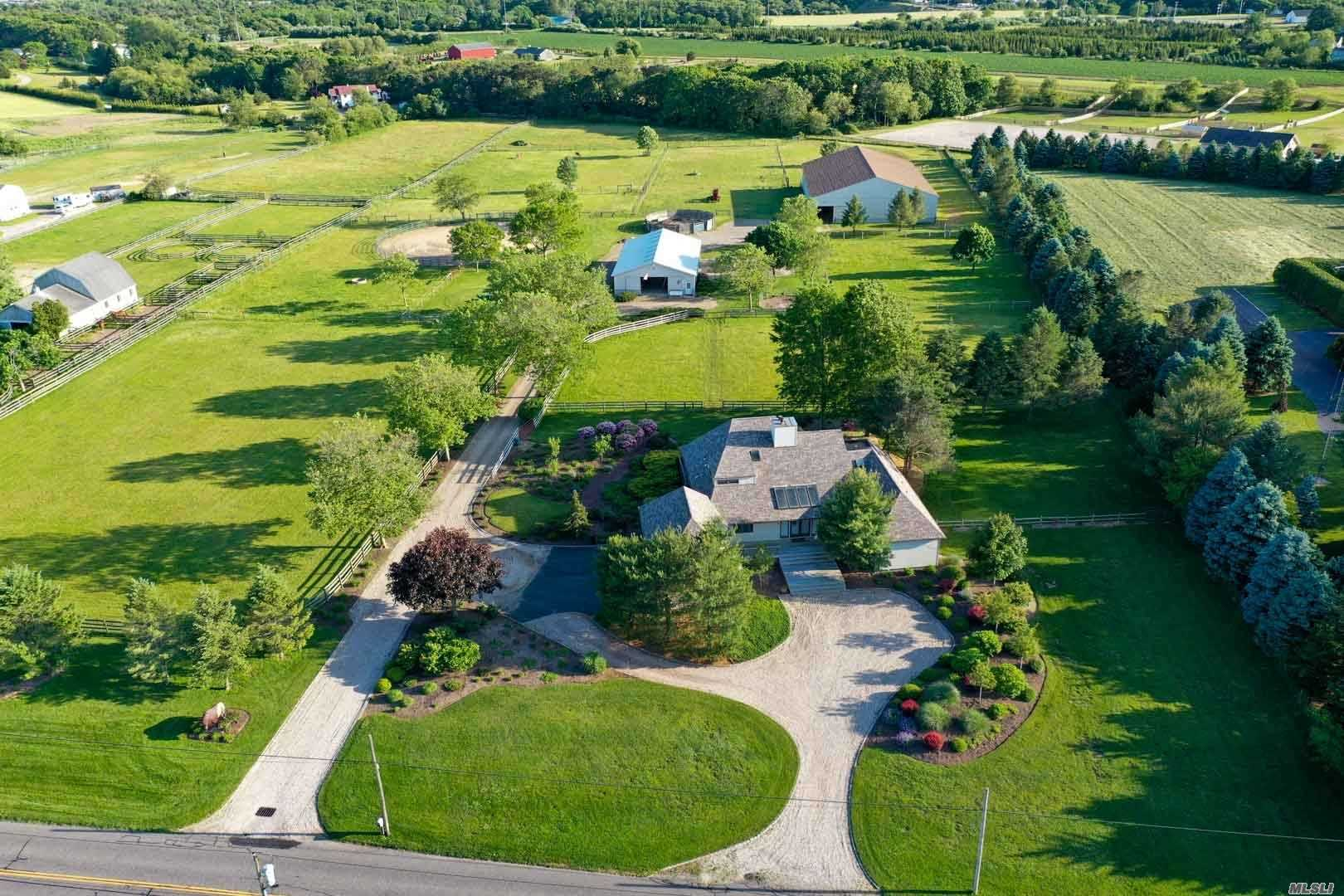 Acquisto commerciale in 291 Deep Hole Rd, Baiting Hollow, NY ,11933
