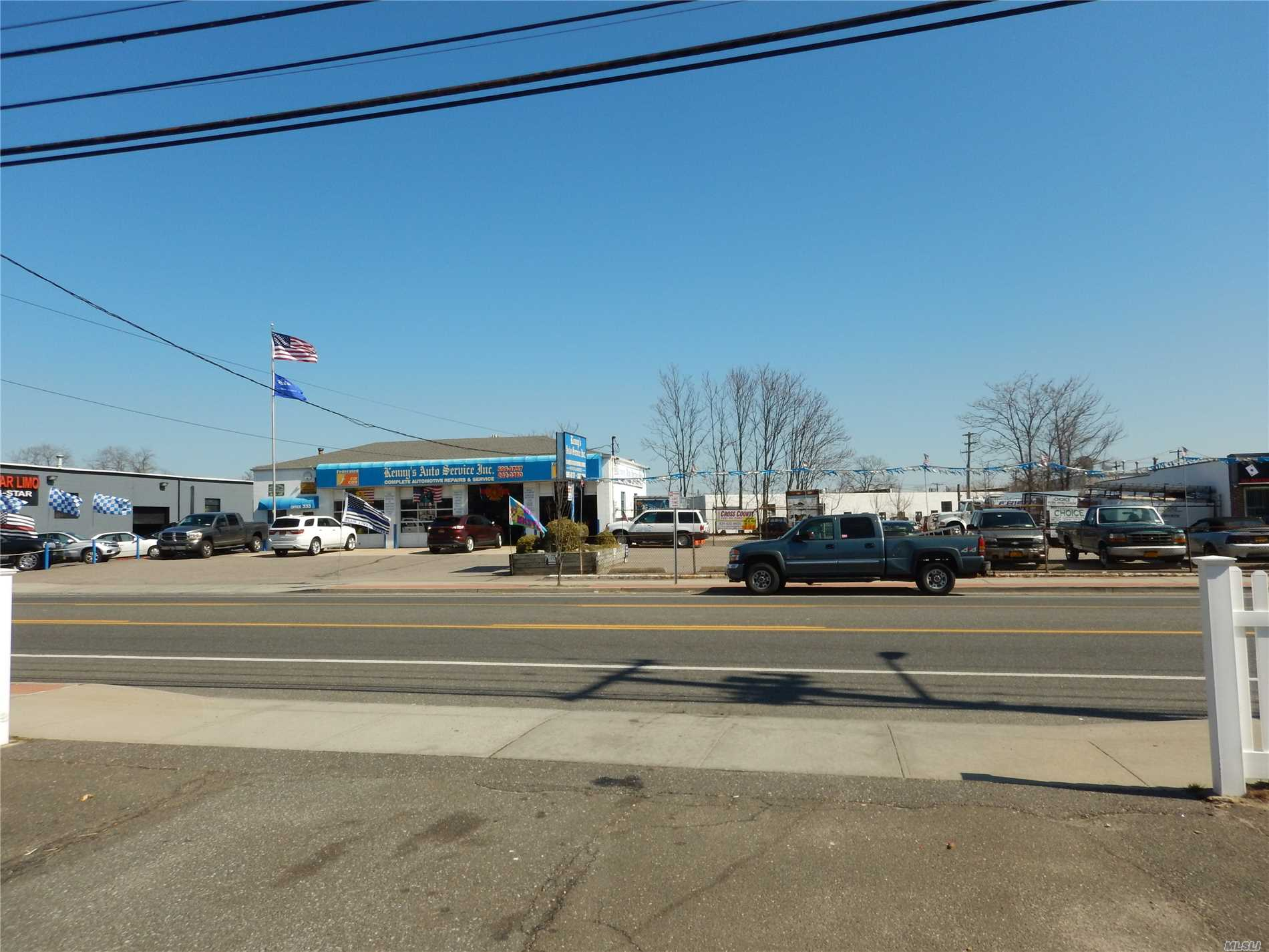 Acquisto commerciale in 333 Bay Shore Rd, Deer Park, NY ,11729