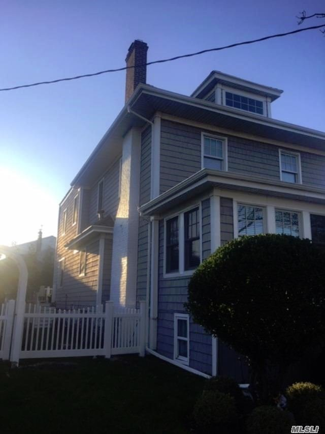 Residenziale in 315 Beach 143rd St, Neponsit, NY ,11694