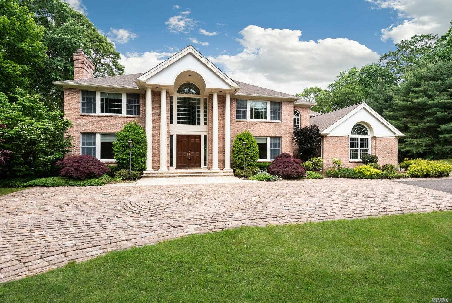 Residenziale in 5 Tall Oak Ct, Oyster Bay Cove, NY ,11791