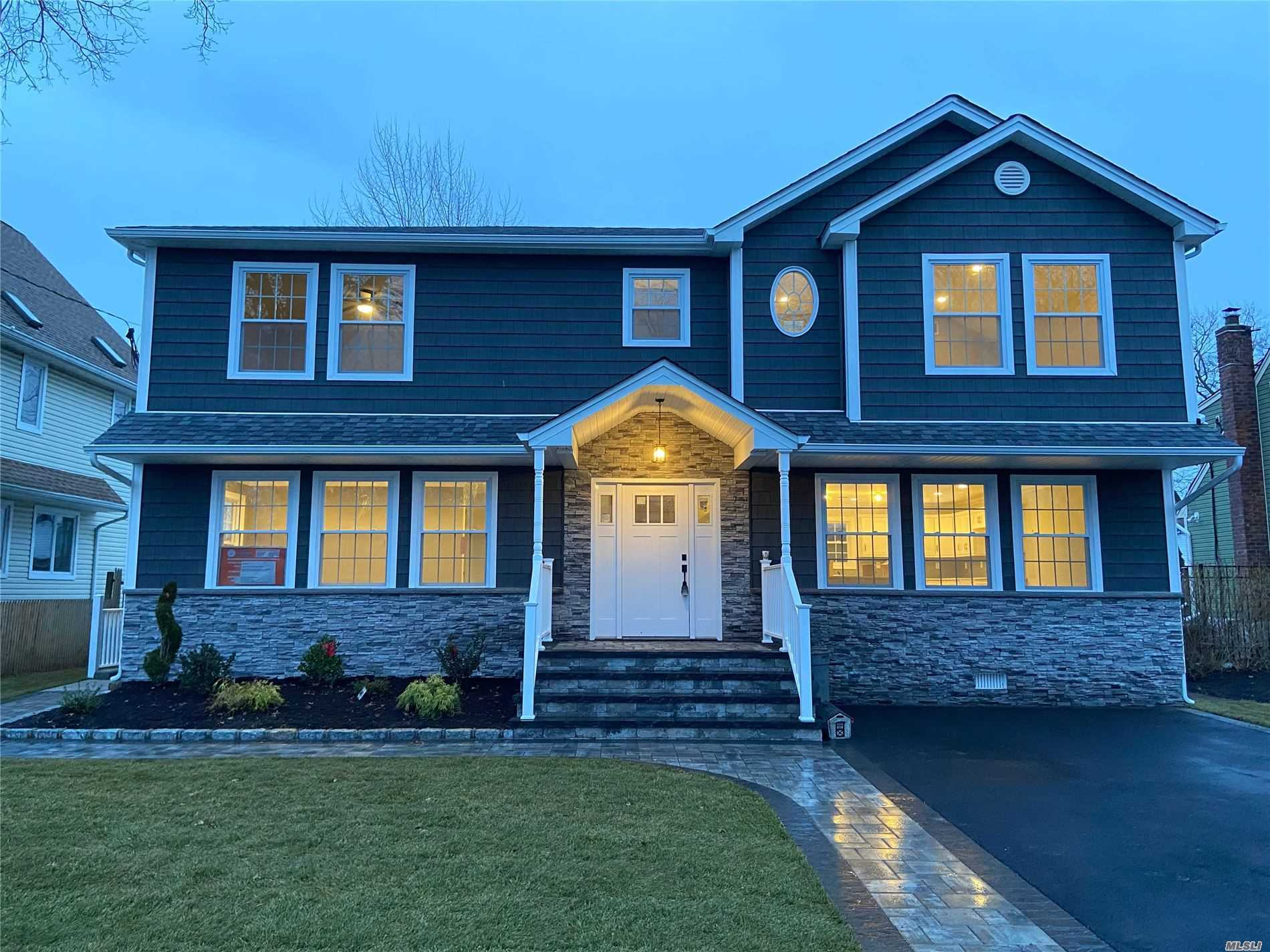 Residenziale in 1536 Kevin Place, East Meadow, NY ,11554