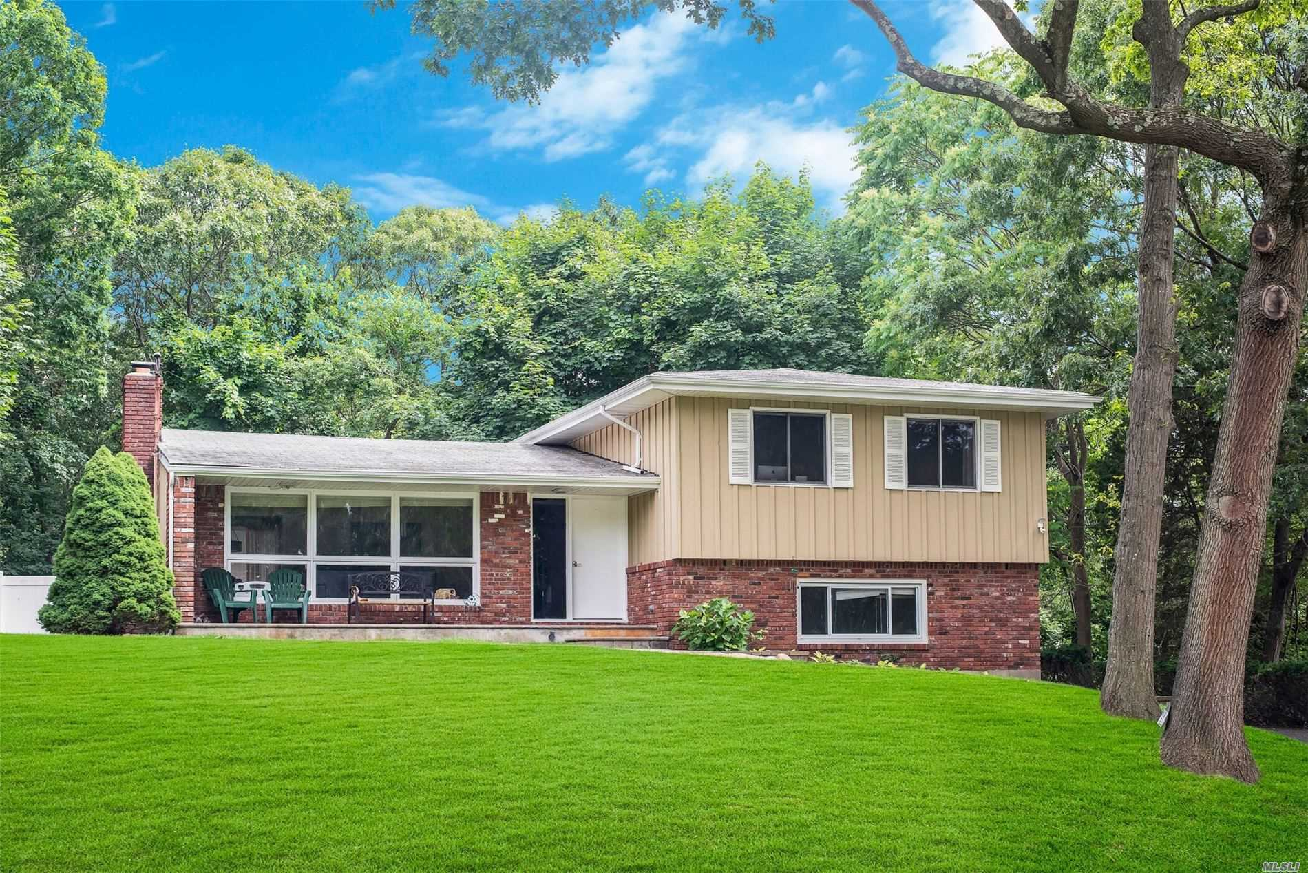 Residenziale in 6 George Ct, Miller Place, NY ,11764