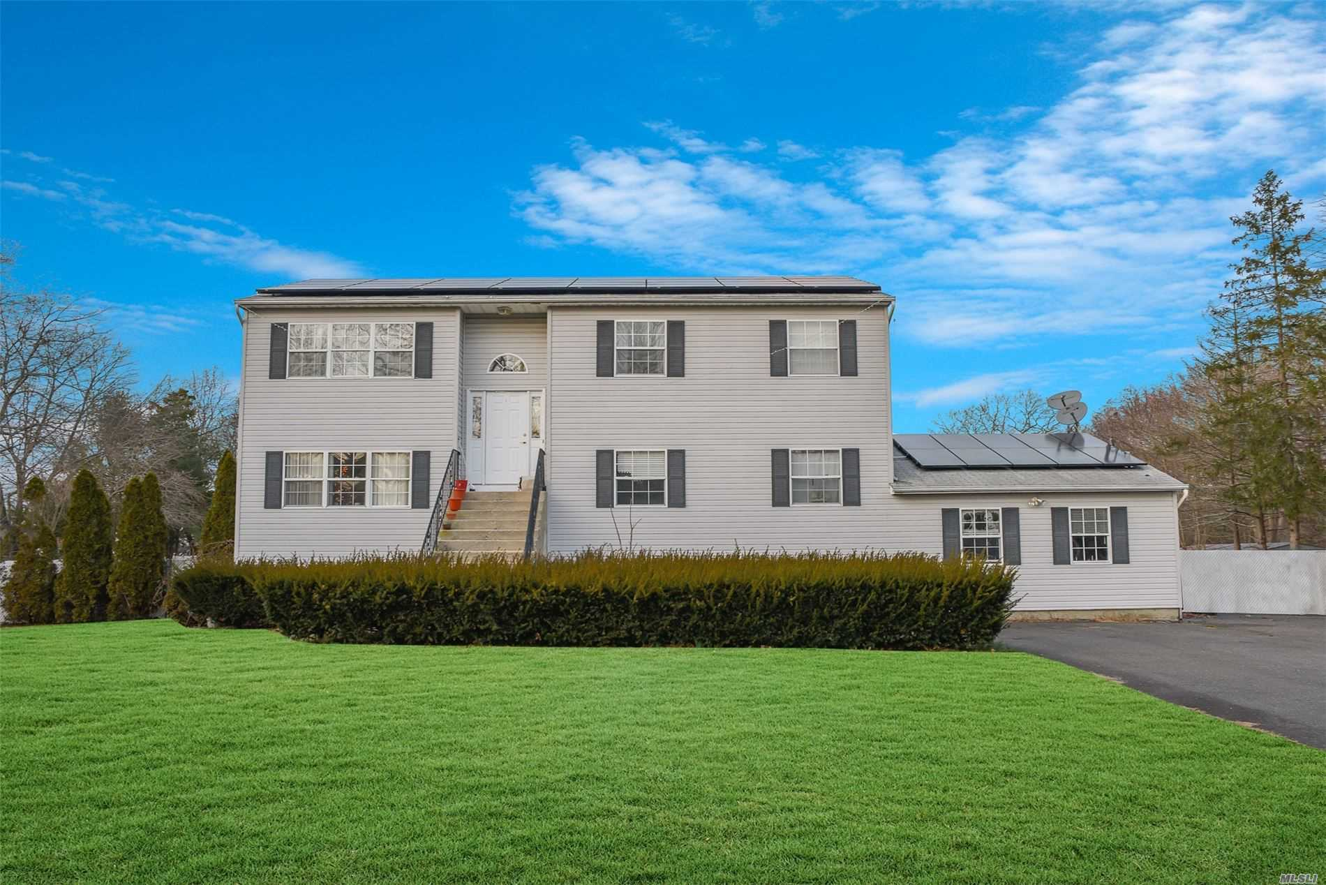 Residenziale in 95 Southaven Ave, Medford, NY ,11763