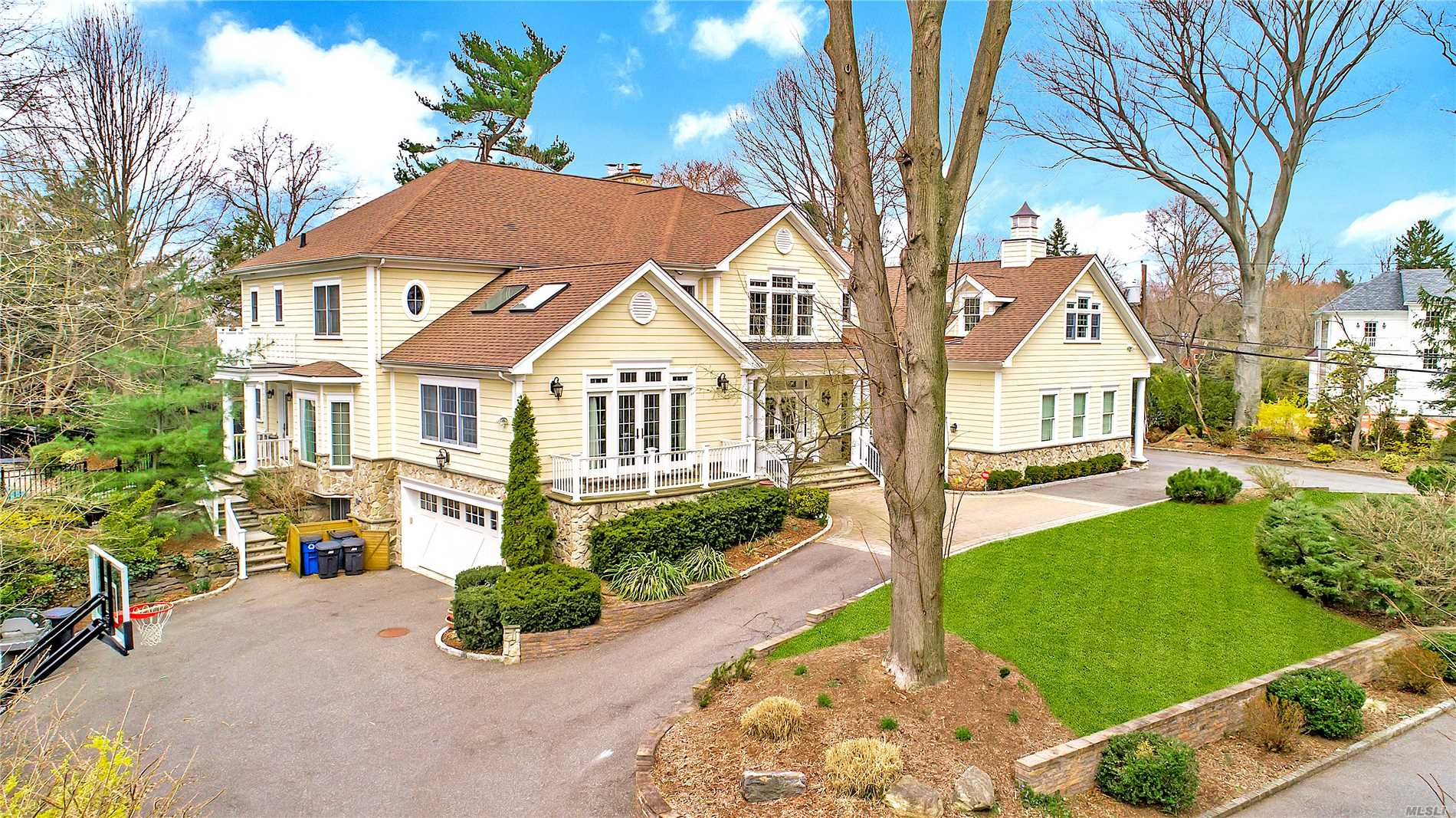 Residenziale in 15 Luquer Rd, Manhasset, NY ,11030