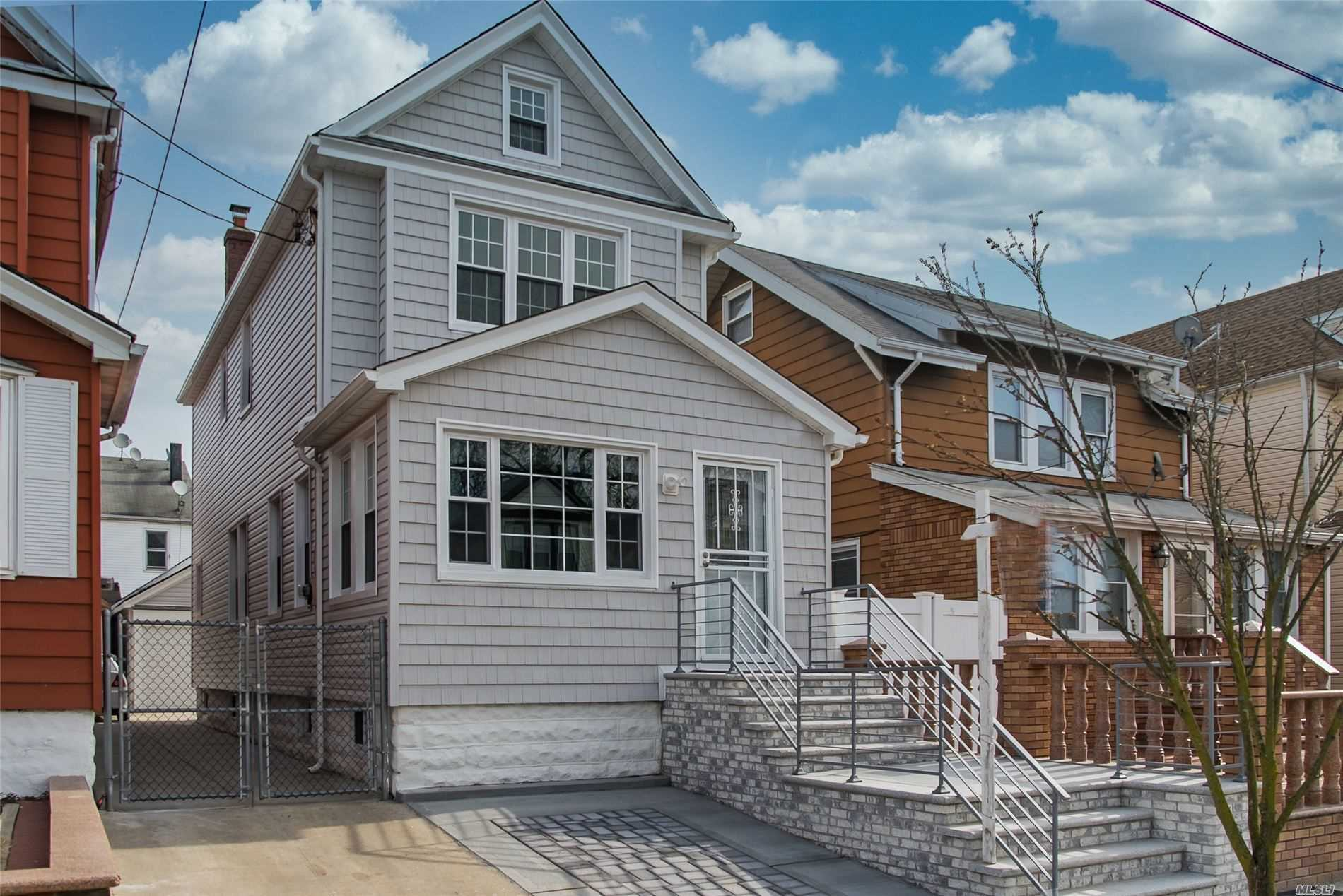 Residenziale in 107-17 115th St, Richmond Hill S., NY ,11419