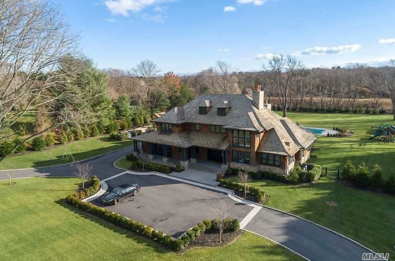 Residenziale in 9 White Gate Dr, Old Brookville, NY ,11545