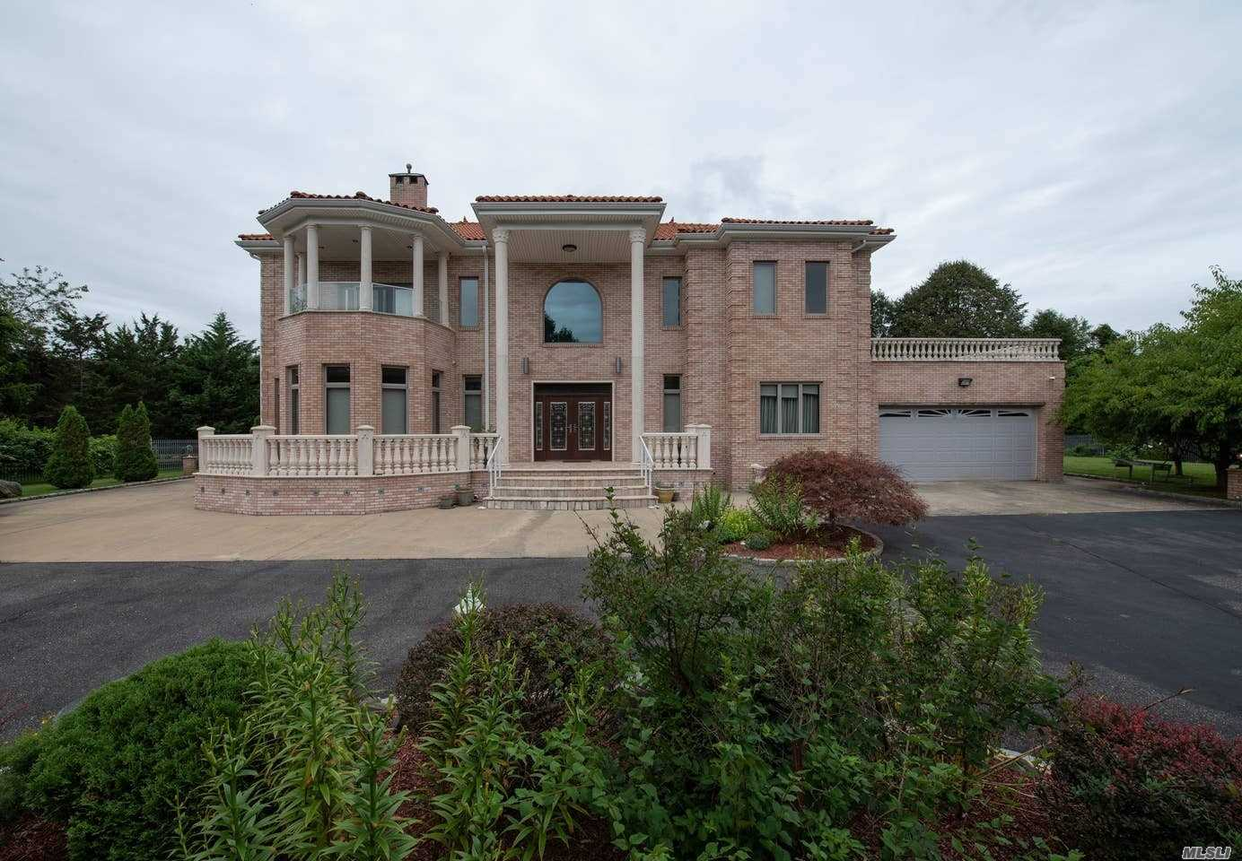 Residenziale in 2230 Cedar Dr, East Marion, NY ,11939