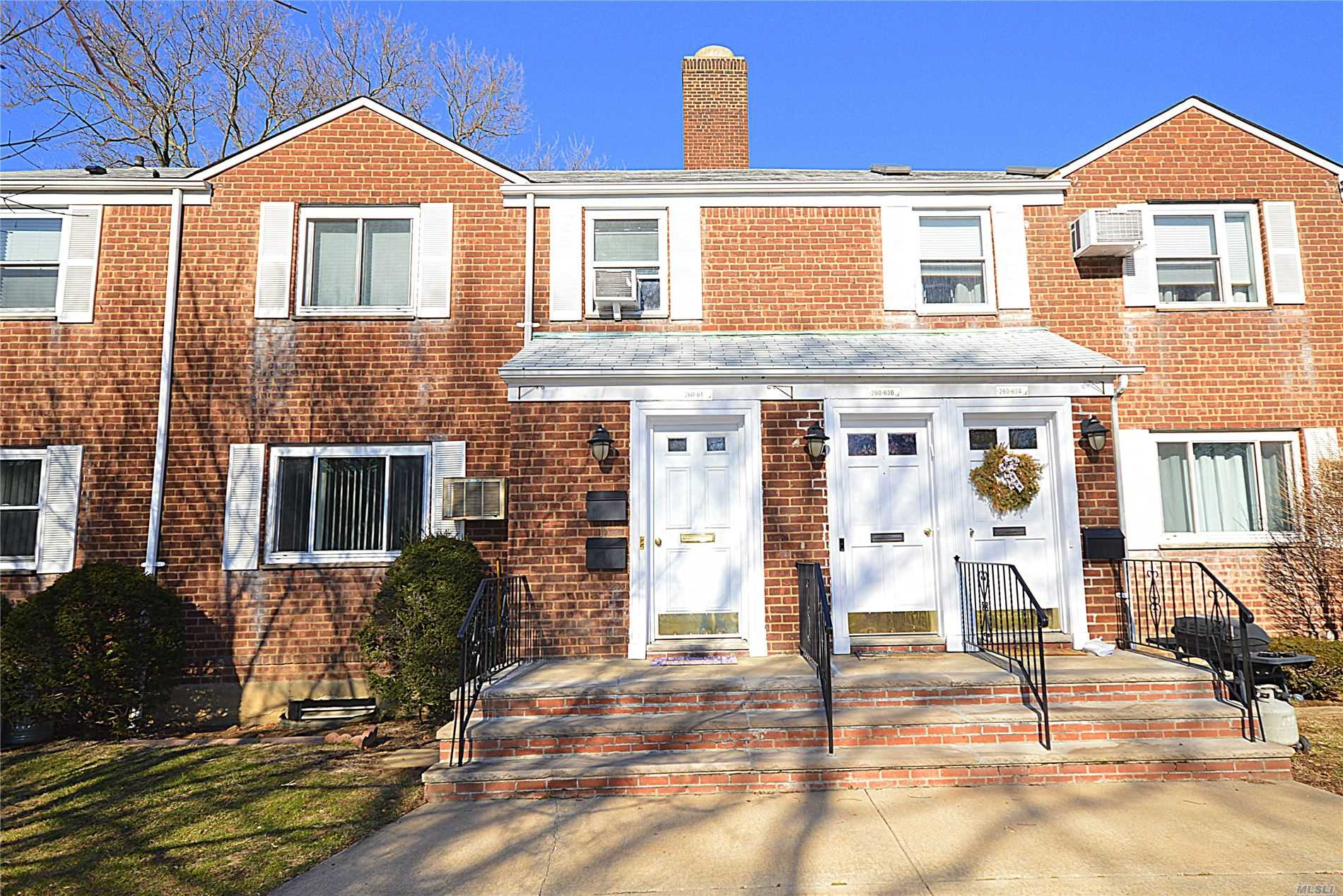Appartamento in vendita in 260-61 75th Ave, Glen Oaks, NY ,11004