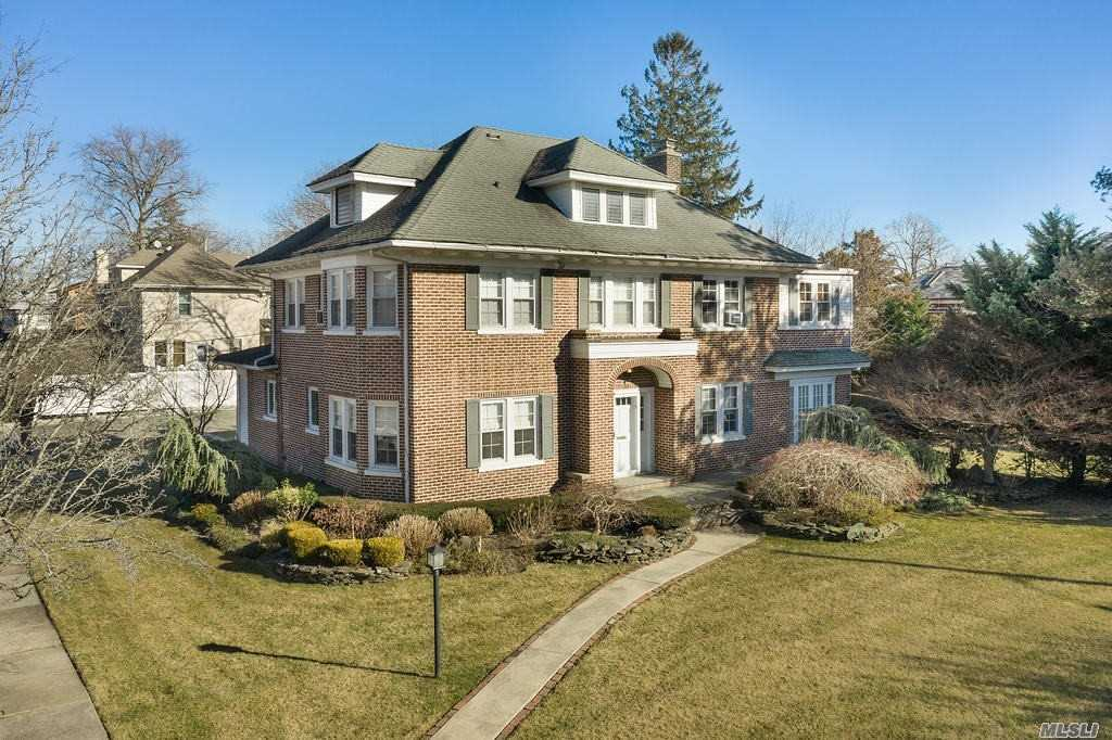 Residenziale in 36 Woodmere Blvd, Woodmere, NY ,11598