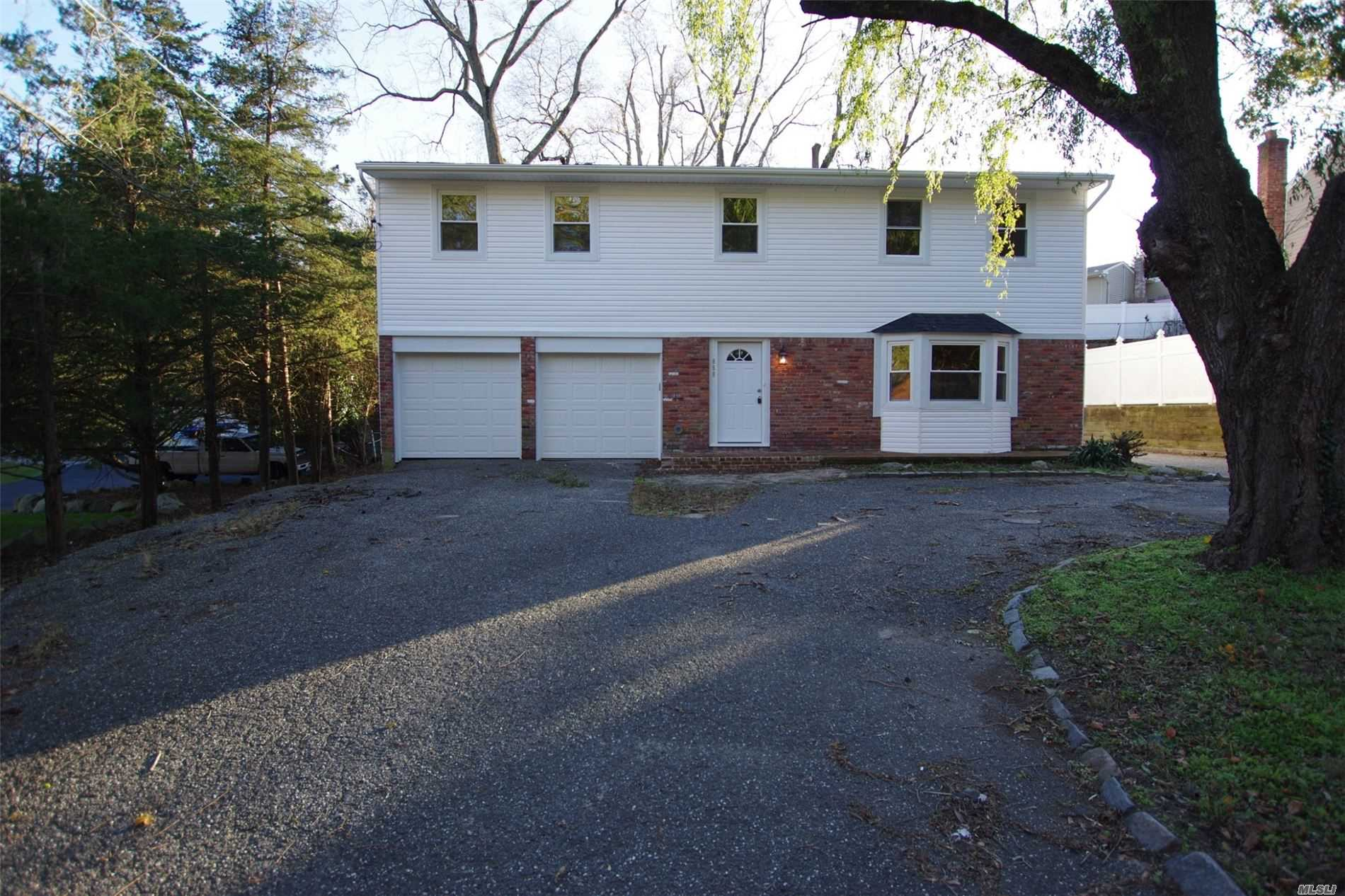 Residenziale in 850 Saint Johnland Rd, Kings Park, NY ,11754